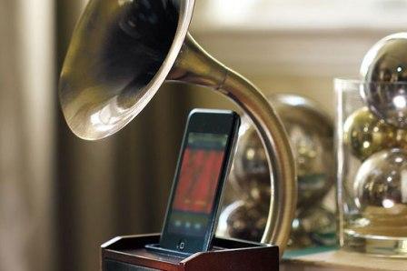 Gramophone iPod Station: док-станция в ретро стиле.